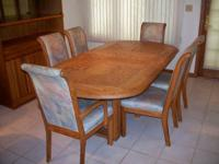 Solid oak dining room table with 6 chairs and center