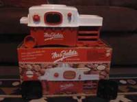 Mrs. Fields Easy Bake Oven. Comes with Cookie/Brownie