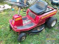 Murray riding mower Rare center discharge, out back