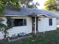 2 bed 1 bath, 928 sqft great house to fix and flip or