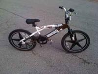 "MUST SELL TODAY ! I HAVE FOR SALE A BOYS 20"" MONGOOSE"