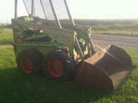 Smooth running loader.1200 lb lift, 40 hp ford gas
