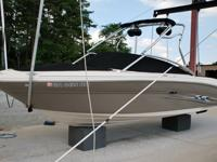 Virtually like new 2005 Sea Ray 220 Signature Select