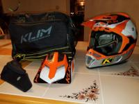 NEVER USED Klim F4 HELMET WITH Klim HELMET/STORAGE BAG.