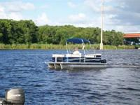 New 2014 Pleasure Island 21ft Sundeck Tri-toon powered