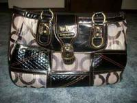 Black Coach purse... LIKE NEW... only used it a few