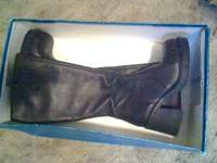 I AM SELLING A PAIR OF NEW BLACK LEATHER LADIES BOOTS