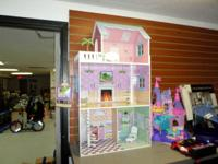 New never used Dolls House, This beautiful Dolls House