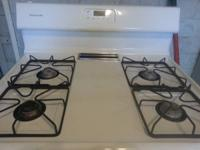 Like new Frigidaire gas stove with electric oven light