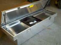 New GM tool box single lid diamond plate. Still in the