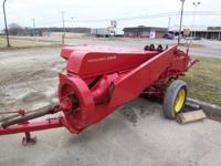 Very nice baler newer paint really nice shape (Field