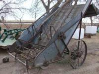 Restorable New Idea hay loader... very nice piece to