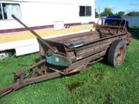 New Idea triple beater spreader, pto drive, good