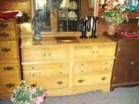 GOOD SIZED DRESSER W/MIRROR IN NATURAL WOOD TONES,
