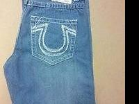 Offering a new True Religion guys's size 36 blue denim