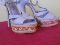 Lilac, platform ,4 1/2 in heel, size 6 1/2. Beautiful.