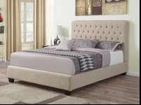 This is a gorgeous complete queen sized bed, in a light