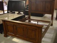 NEW Traditional Cherry Hardwood Queen Size Panel Bed.