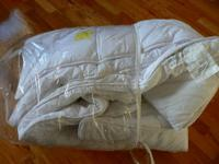 NEW, white, Extra thick, Poly/Cotton Twin Quilt Solid