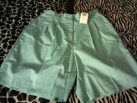 Women's izod club shorts, size 14, New with tags. Green