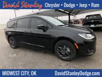 Brilliant Black 2019 Chrysler Pacifica Limited FWD