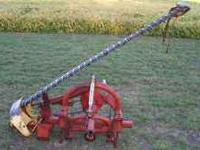Very nice New Holland 451 sickle mower. 3 point mount.
