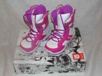 New in Box Youth Girls Size 5 white with pink Burton