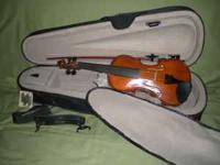 This is a nice 1/4 size Violin in great condition and