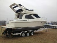 Nice 1999 Bayliner 3258 AantiBoat is fully loaded, has