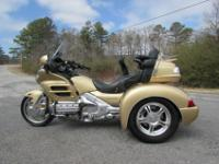 IT HAS ALL OF THE STANDARD GOLDWING OPTIONS INCLUDING