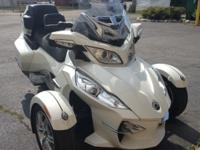Nice Pre-Owned 2011 Can-Am Spyder RT Limited in Pearl