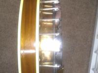 Hey this is a 1971 strom 5 string banjo the makers of