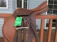 Nice english saddle, hardly used! Any questions just