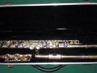NICE Flute with case. Silver. Student changed mind and