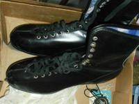 I have a very nice pair of mens size 11 insulated black