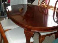 WOOD TABLE AND CHAIRS GREAT CONDITION. 4 CHAIRS. CENTER