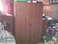 This is a nice tall and spacious wardrobe with plenty