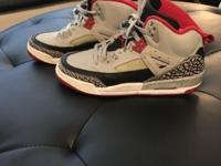 Barely worn Nike Jordan's size 6 in boys or can be for