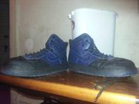 I have a pair of nikes size 9.5 the color is dark blue.