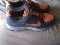 Men's running shoes size 11 Grey and orange Has the