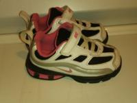 I have a pair of size 7 nike reax In great condition.