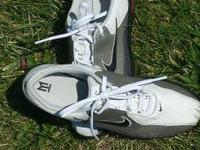 Nike youth size 5 golf shoes in very good condition.