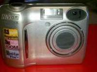 Silver Nikon Coolpix 5600 digital camera in EXCELLENT