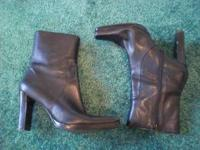 Womans 8.5. All leather. Nice with dress slacks.