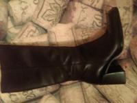Size 6.5 beautiful just below the knee medium heel.