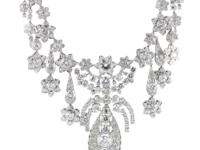 The extravagant allure of this spectacular necklace
