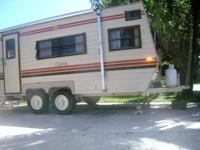 19' Nu wa travel trailer, good condition, no leaks or