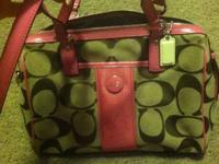 Hi there I'm selling my brand new un used coach purse