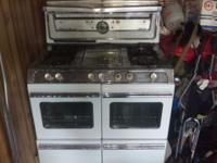 Vintage stove works but needs restore I have racks