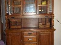 VERY BEAUTIFUL OAK CHINA CABINET W LIGHT. 2PC. GLASS